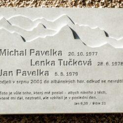 Pamětní deska (Michal Pavelka, Lenka Tučková, Jan Pavelka)